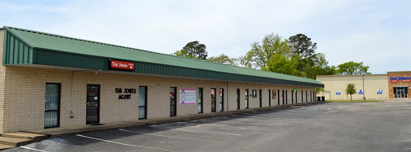 Weitzman negotiates sale of Tyler retail center