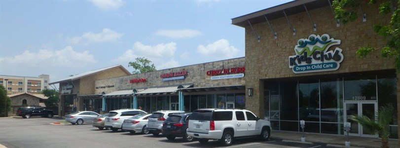 Salon lease takes Austin center to full occupancy