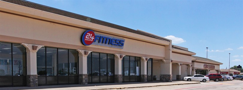Weitzman negotiates sale of D-FW retail center